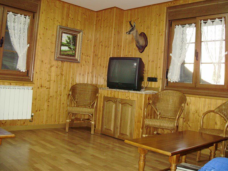 Sala de estar hotel rural miravalles for Sala de estar de un hotel